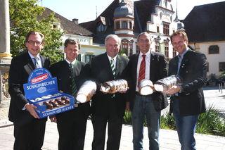 """""""Süße Großinvestition"""" in Hartberg: LR Christian Buchmann, Konditor Helmut Ulreich, LHStv. Hermann Schützenhöfer, Bgm. Karl Pack und GR Marcus Martschitsch"""