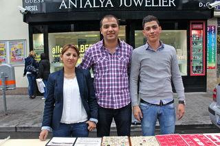 Schmuckes Geschäft für die ganze Familie: Antalya Juwelier Suajip Catak, Berrah und Achmed Catak.
