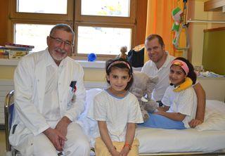 Am Bild von links nach rechts: Primar Wolfgang Ramach, Najebah, Oberarzt Martin Petschl und Khetaba.