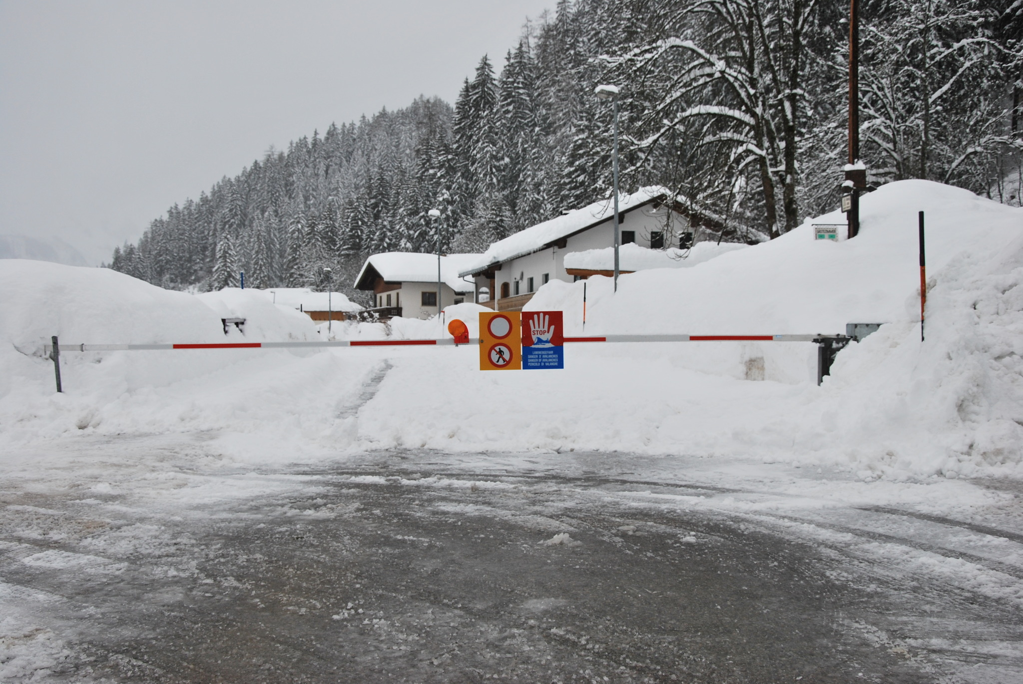 Straßensperrung Tirol