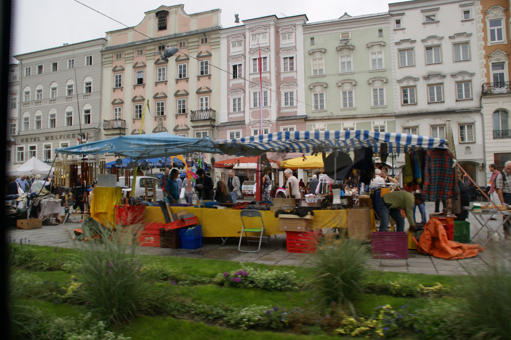 linz flohmarkt am samstag bersiedelt auf hauptplatz linz. Black Bedroom Furniture Sets. Home Design Ideas