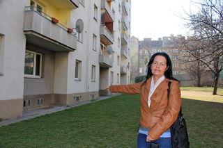 Hier im Erdgeschoß hat Ursula Berger fünf Jahre lang gelitten – jetzt wohnt sie im fünften Stock: Dort ist der Wahnsinn nicht ganz so laut.