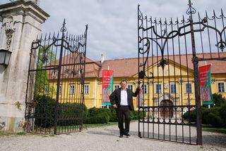 "Bürgermeister Gernot Haupt: ""1100 Quadratmeter Fläche des Schlosses werden renoviert."""