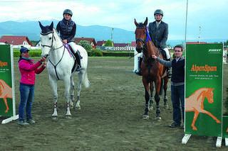 Sachendorf-Trophy. Spitzenplätze der Lokalmatadore. V. l. n. r.: Petra Mylius, Barbara Hanl (5. Platz), Alexander Dietrich (3. Platz), Alexander Mylius.