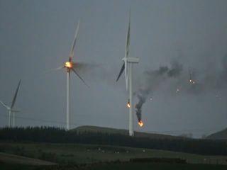 Was tun, wenn das Windrad brennt - so wie hier in Deutschland? Laut der Bürgerinitiative sind Brände von Windkraftanlagen in 140 Metern Höhe kaum zu löschen.