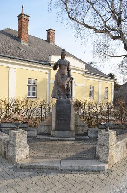 Ohne in Theresienfeld (Wiener Neustadt) Sehen - Locanto
