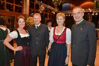 Direktor Roman Bruckner (r.) konnte namhafte Persönlichkeiten aus der Wirtschaft zum Schlossball begrüßen