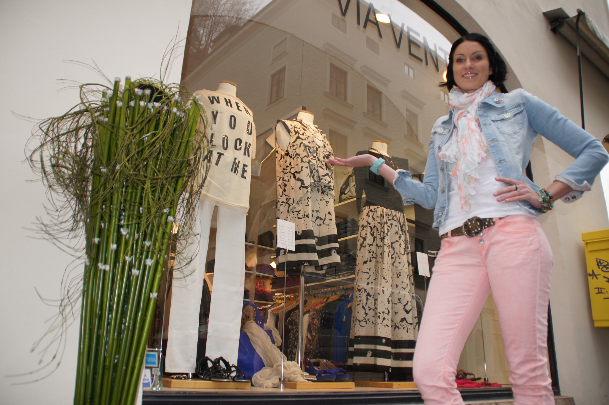shopping giro d 39 italia in der linzergasse salzburg stadt. Black Bedroom Furniture Sets. Home Design Ideas