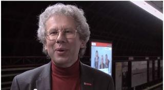 Experte Kurt Höfling erklärt die Geruchsentwicklung in der U1-Station.