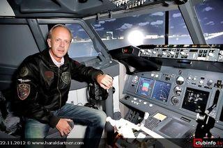 Abheben mit der Boeing 737 NG wie Radiolegende Hary Raithofer: Die bz macht's möglich!