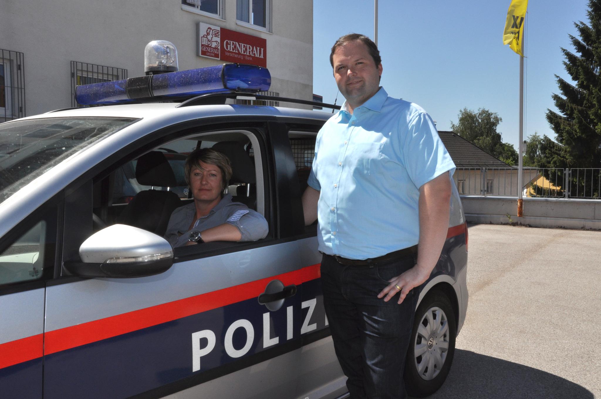 Polizisten kennenlernen aus heiligenkreuz am waasen