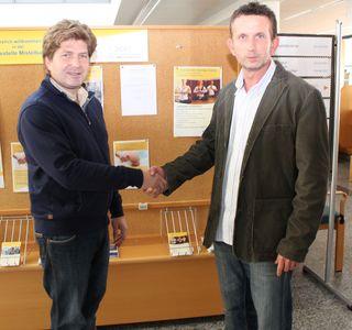 v.l.n.r. Dr. Gerhard Eiserle (Facharzt für Orthopädie und orthopädische Chirurgie) und Harald Köppel (stellvertretender Service-Center-Leiter NÖGKK Mistelbach)