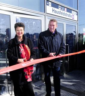 Feierliche Eröffnung der neuen U2-Station Hausfeldstraße: Renate Brauner und Norbert Scheed.