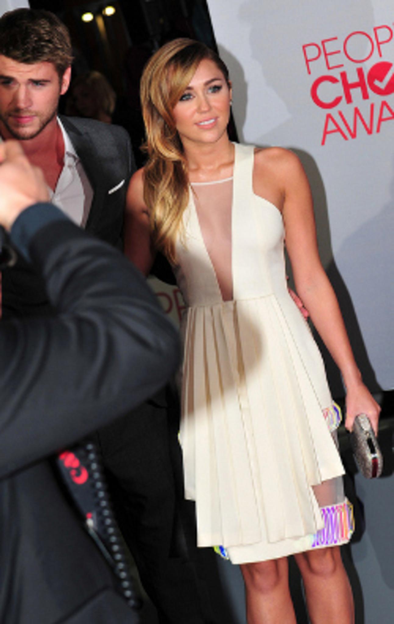 Chris Hemsworth Freundin