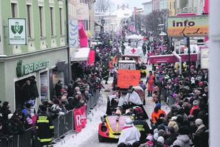 15.000 Besucher waren beim letzten Umzug vor vier Jahren in Kirchdorf mit dabei.