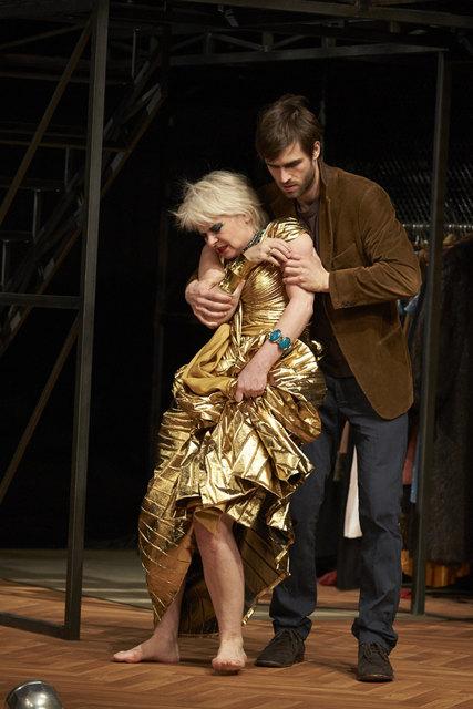Diskussionswürdig: Nackte Schauspieler auf Badens Bühne