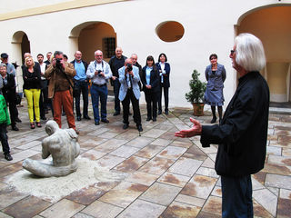 Winfried Lehmann (re) und 13 weitere Künstler stellen ihre Werke im Schloss Freiberg aus.