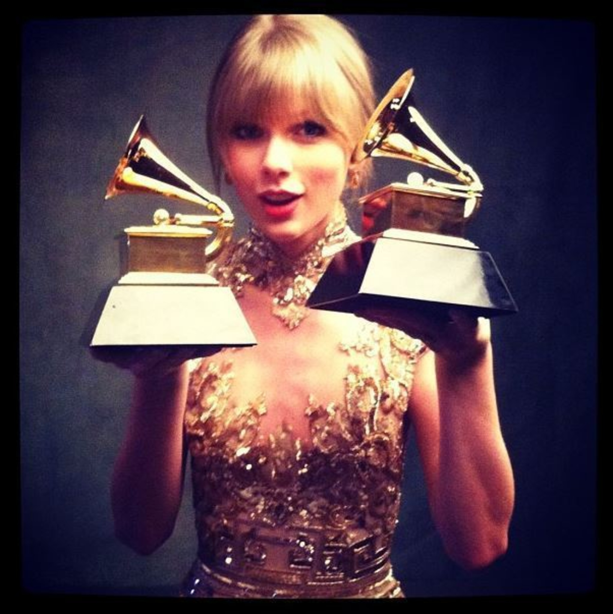 Auch Taylor Swift weint beim Auftritt von Selena Gomez!