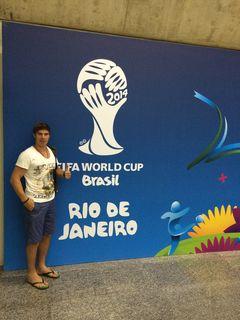 Da war die Welt noch in Ordnung. Hansi Unterganschnigg bei der Ankunft bei der WM in Brasilien.