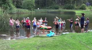 Die Stadtmusikkapelle Landeck brachte sogar eine kleine Palme zur Cold Water Challenge ;-)