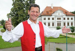 """""""Die Gegend istgesegnet mit hervorragenden Sängern und Musikanten"""", freut sich Moderator Franz Posch."""