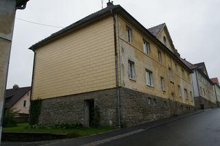 Am Stadtberg 23 in Heidenreichstein wohnte Magomed Z. für mehrere Monate in einer Wohnung, die wie das gesamte Haus dem ehemaligen FPÖ-Bezirksparteiobmann Albert Willert gehört.