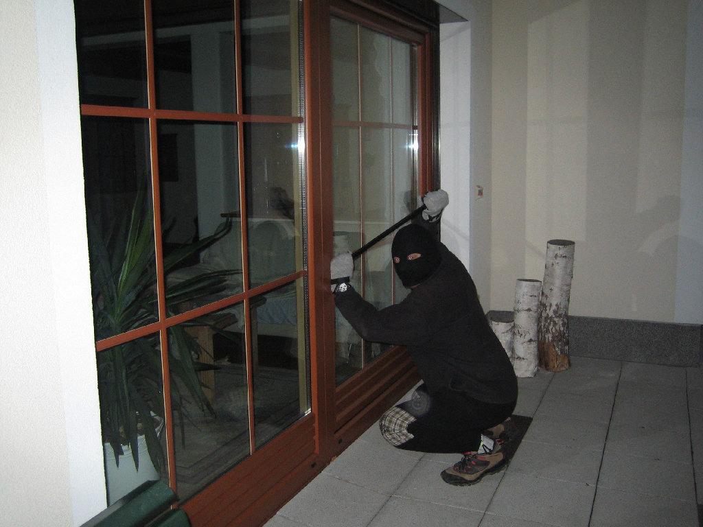 Gekipptes Fenster Gallery Of Einbrecher Ffnet Nachts Ein Gekipptes