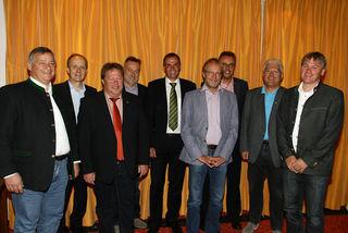 V.l.: Projektleiter Hans Bayer, Gerhard Langer (Infra), BM Thomas Lutz (Grins), Helmut Mainusch (Energie West), Michael Hold (EWR), BM Alois Miemelauer (Stanz), Wolfgang Gschwentner (Energie West), BM Siegmund Geiger (Zams) und BM Peter Rauchegger (Pians)
