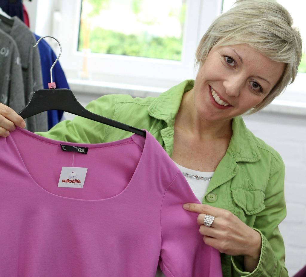 f351713917a124 Schicke und günstige Kleidung für Groß und Klein gibt es im Volkshilfe Shop  in Schwertberg.