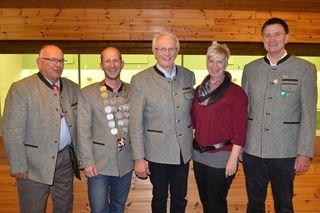 Der wiedergewählte Vorstand des Perger Schützenvereines  v.l. n.r. Rudolf Kling (Kassier), Martin Spindlberger (1. Schützenmeister), Josef Irsiegler (Oberschützenmeister), Daniela Spindlberger (Schriftführerin), Reinhold Pöschl ( 2. Schützenmeister)
