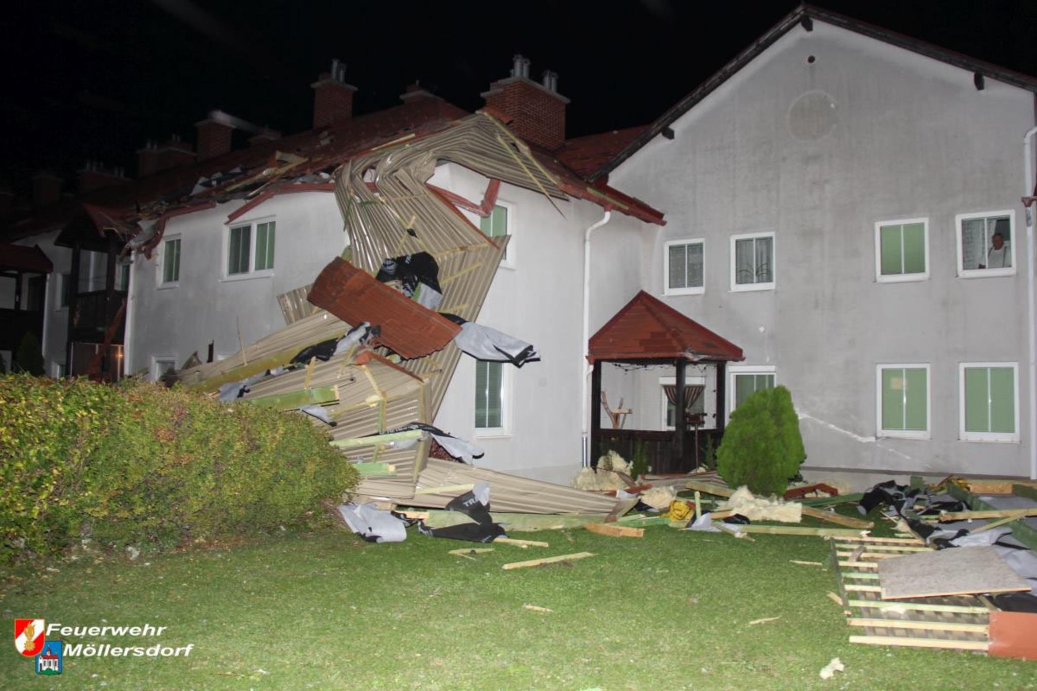 Dach vom Laufhaus weggerissen - Baden