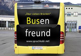 Montage VVT, der fertig gebrandete Bus fährt ab Mitte November durch die Landeshauptstadt Tirols.