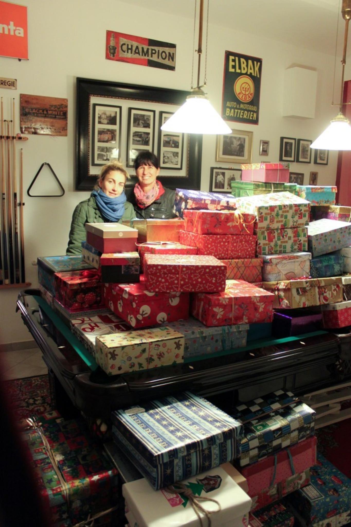 weihnachten im schuhkarton kinder freuen sich ber 130. Black Bedroom Furniture Sets. Home Design Ideas