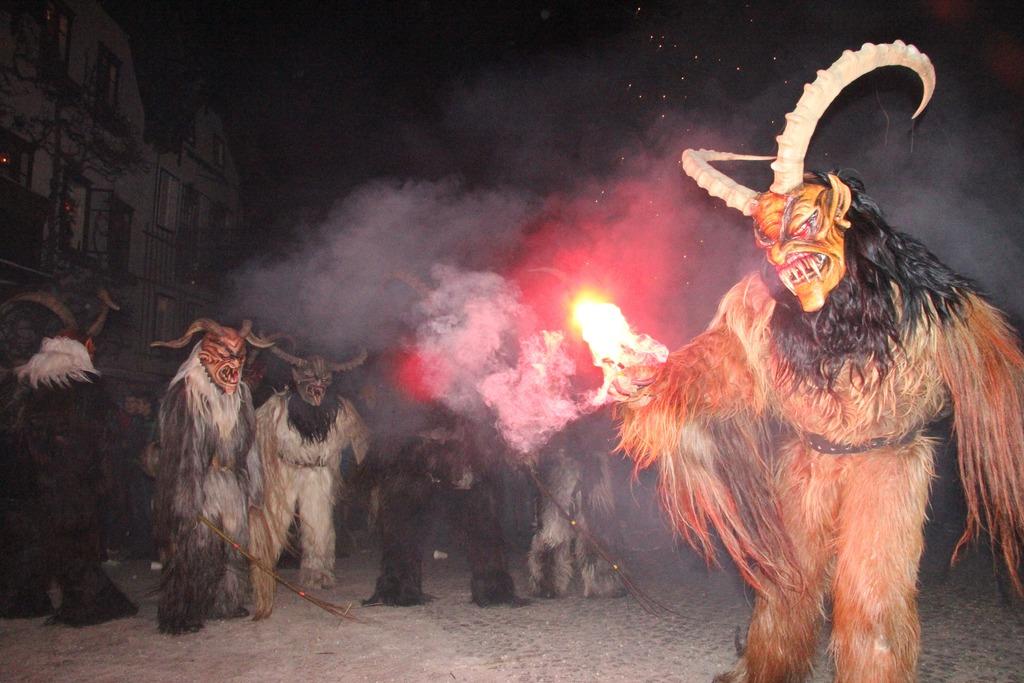 Krampuslauf der Hirlatzer Teufel am 5  Dezember am
