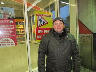 Filimon Vasile freut sich auf den modernen Markt mit Glasfassade, Lichthof und offenen Rollsteigen.