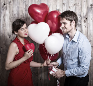 Wer seine Liebste oder seinen Liebsten überraschen möchte, findet hier kreative Geschenkideen.