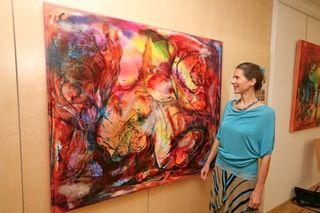 Karin Wimmer mit einem ihrer Werke