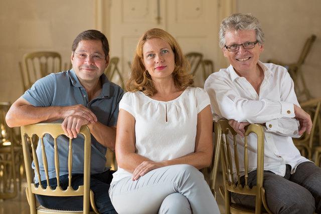 Echt Jetzt? Theresia Haiger (mi) und Gerhard Blaboll (re). Am Klavier Herbert Otahal (li)