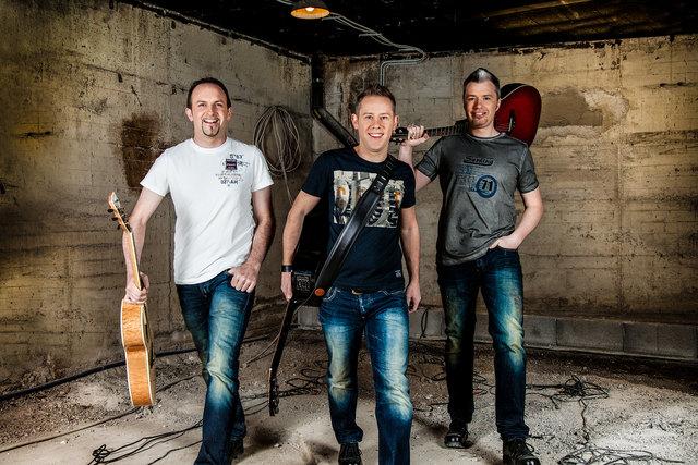 """Die Band """"Bergalarm"""" sorgt in Umhausen für gute Unterhaltung."""