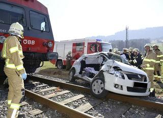 Bei einem Bahnübergang in Scheibbs kam es zu einem schweren Verkehrsunfall mit zwei Toten.