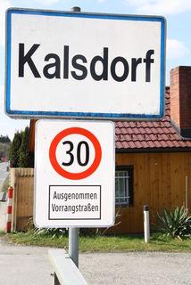 Achtung Ortstafel beachten, sonst wird in Kalsdorf kassiert.