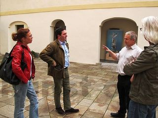 Auf dem Weg zur Kulturkonferenz in Schloß Freiberg, von links: Sandra Kocuvan, Günther Ludwig, Ewald Ulrich und Winfried Lehmann.