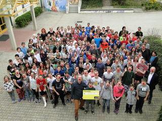Alle Kinder der NMS Pischelsdorf erhielten als Dankeschön rote Nasen.