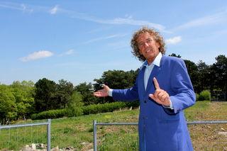 """""""Durch das Bauvorhaben am Friedhof sind viele Tiere in Gefahr"""", so Naturschützer und Magier Tony Rei."""