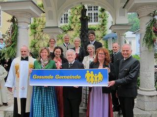 """St. Wolfgang wurde von LH Pühringer zur """"Gesunden Gemeinde"""" ernannt. Damit wurde die engagierte Arbeit von Renate Pöllmann und Renate Peinsteiner ausgezeichnet."""