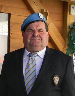 """""""Blauhelm"""" Gebhard Spiß freut sich über seine Auszeichnung von den Austrian Peacekeepers (VÖP)."""