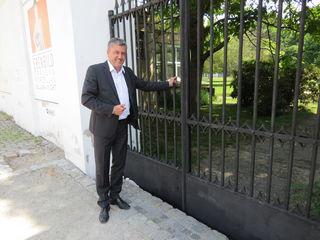 Burghauptmann Reinhold Sahl öffnet in den Sommermonaten den Englischen Garten und das Umlauft-Parterre für die Bevölkerung.