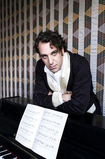 Pianist Chilly Gonzales kann man im Zuge des Jazz Fest Wien in der Staatsoper erleben.