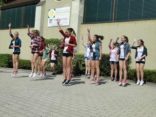 Tanz der Mädchen der 4c-Klasse der NMS Pischelsdorf.