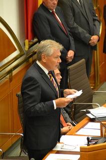 Gerhard Steier rechnete vom Rednerpult aus mit seiner Ex-Partei ab.